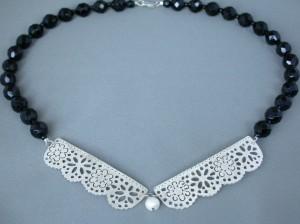 Kantwerk – collier – zilver, antieke glasgitten
