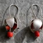 Tinkle – oorhangers – zilver- antieke bloedkoralen